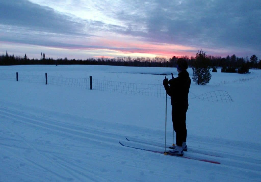sunset-skiing